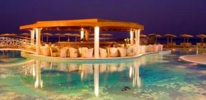 hotel-elysium-resort-spa-pool-at-night_5